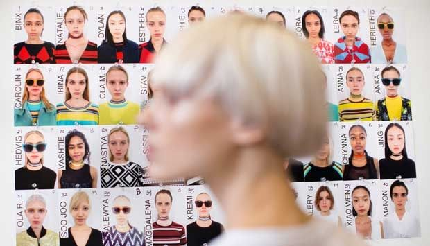 Mengintip Persiapan Model di Peragaan Busana DKNY