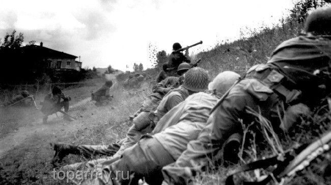 Американские солдаты под обстрелом немецкой артиллерии. Лукка, 9 июля 1944