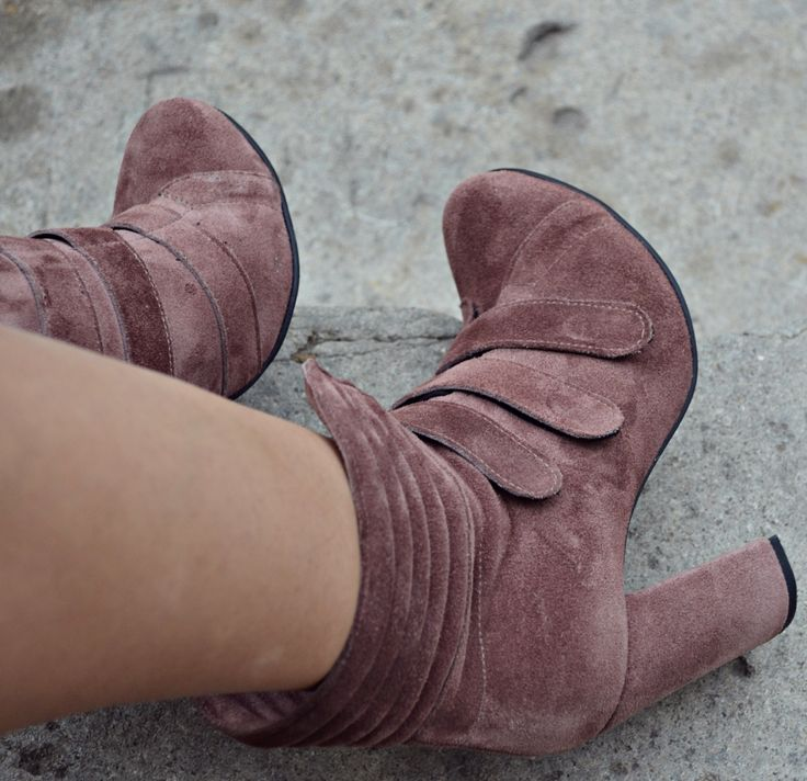 #fallwinter #collection #the5thelementshoes #rosettishowroom #rockthiscity #strapped #velvet #boots
