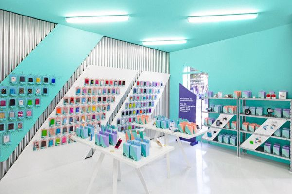 Doctor Manzana: A Gadgets Store Gets a Graphic Redesign in interior design  Category