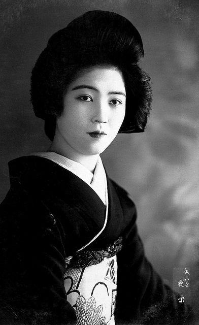 Geisha looking toward Camera 1920s by Blue Ruin1, via Flickr