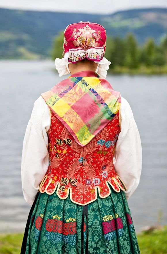 Beautiful 18th century folk costume from Norway. Love the colors and patterns though