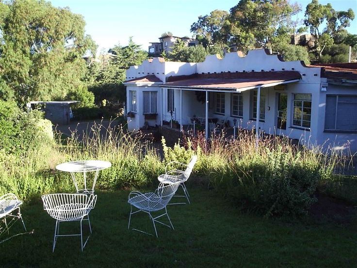 Guinea-fowl Guest House - If you are looking for a quiet, comfortable and affordable spot to overnight in Colesberg, Guinea-fowl Guest House is just what you are looking for.   Although it lies in a cul-de-sac, there are wide open ... #weekendgetaways #colesberg #upperkaroo #southafrica