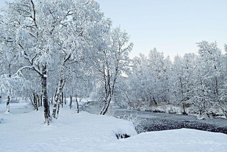 Hiking along Futelva on a gorgeous winter day