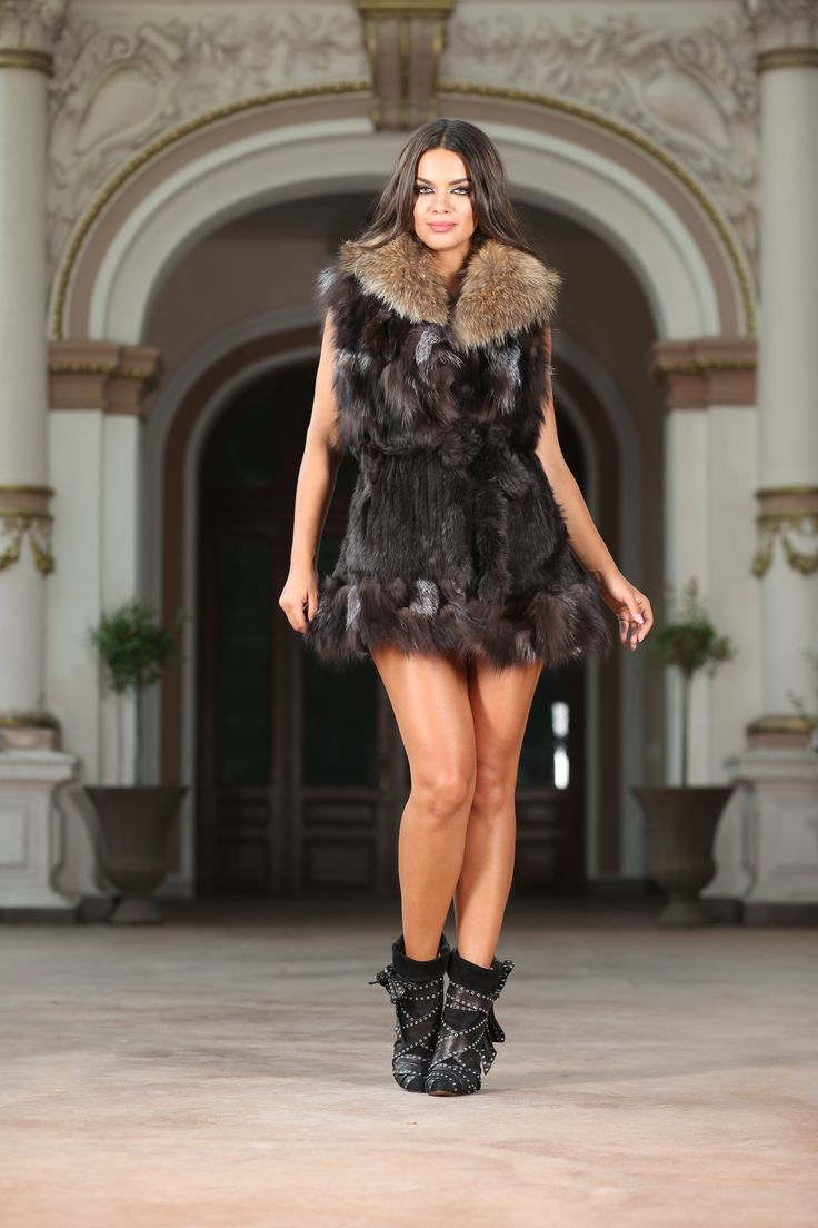 Leeana Brown  The perfect combination between luxury and cool – this Vero Milano jacket makes fur feel young and modern. This vest in a longer model is wonderful, and definitely a great investment in your wardrobe this fall. In beautiful shades of brown, grey and black, it features a belt cinching the waist to create a sharp silhouette. Composition: 100% real fur