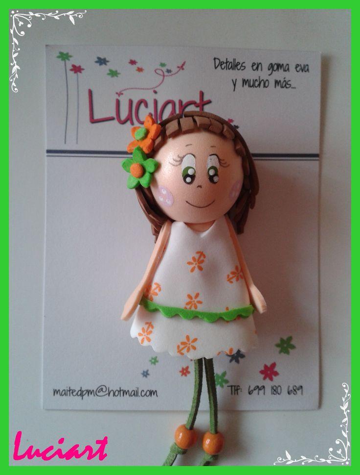 Broche de goma eva personalizado.  Realizado por Luciart  www.facebook.com/luciartfofuchas