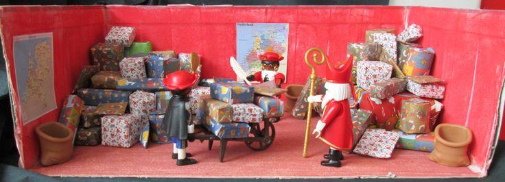 Sinterklaas 06 Pakjessorteerkamer verteltafel Nutsschool Maastricht
