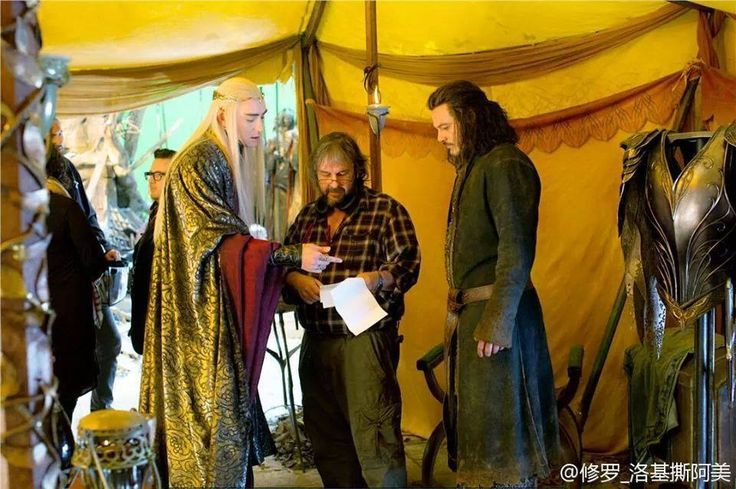 Behind the scenes - Lee Pace (Thranduil), director and producer Peter Jackson and Luke Evans (Bard the Bowman).  (Look at the majestic and graceful way Thranduil is pointing at the script from on high....wonderful)