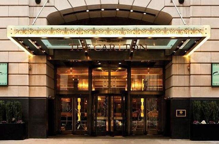 Voor wie van luxe houdt, is het Carlton Hotel midden in Manhattan een absolute aanrader. De kamers zijn elegant en sfeervol ingericht en stralen luxe uit. Leef je uit in de fitness, drink een drankje aan de bar of geniet in het restaurant van zowel ontbijt als diner. Het Carlton Hotel ligt centraal gelegen, het Empire State Building en Madison Square park liggen op loopafstand. Voor shop liefhebbers is dit hotel ook erg geschikt: Fifth Avenue ligt om de hoek!