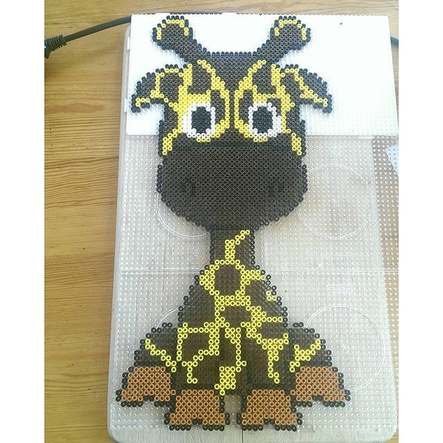 Giraffe hama beads by lonebengel - Pattern: https://de.pinterest.com/pin/374291419013031076/
