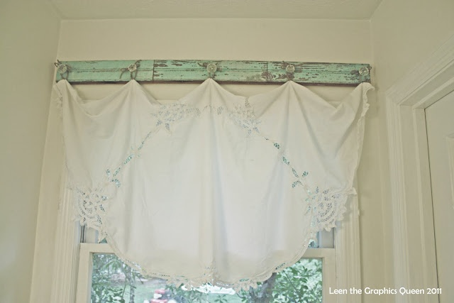 Vintage Valance ~ lovely diy curtains via TipJunkie.com: Custom Curtains, Kitchen, Chippy Hanger, Knobs, Curtains Window, Crafts