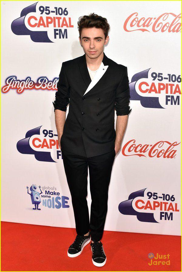 Nathan no Jingle Bell Ball da Capital FM em Londres, na Inglaterra. (via @justjaredjr) (5 dez.)