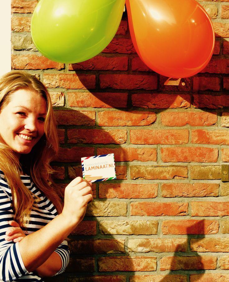 Joyce is eindelijk bijgekomen van de shock, blijdschap en vele reacties na het winnen van de fotopuzzel. Vandaag nam zij blij haar kadobon in ontvangst :)  Gefeliciteerd en veel shopplezier, Joyce!