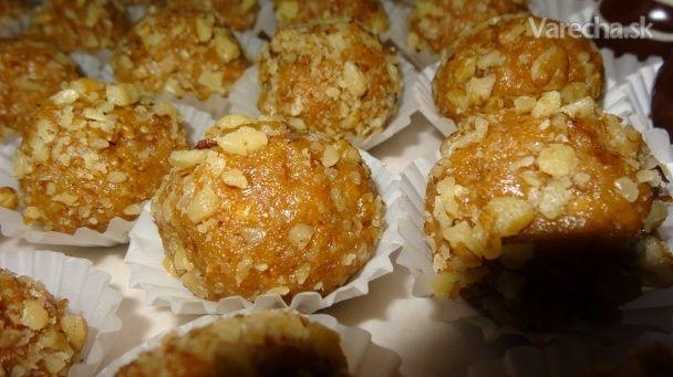 Tieto guľky nesmú chýbať nikdy na sviatočnom stole. Vôňa medu pripomína marlenku, salko,med, oriešky a maslo spolu dohromady v jednej guličke. Čo poviete na túto kombináciu? :):) :) Už len vyskúšať :)