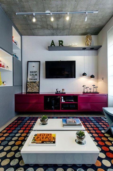 Orgulho! Nosso tapete Brito divando no projeto da Adriana Pierantoni Arquitetura & Design que saiu no site da Casa Vogue Brasil. Entre pra conferir a matéria! O loft tá cheio de personalidade e boas ideias! <3 http://ift.tt/1wqR2dG (Foto: Gustavo Awad / D | Flickr - Photo Sharing!
