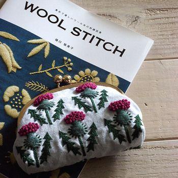 ウール糸を使った刺繍も樋口さんの作品には数多く見られます。通常の刺繍糸よりも太さがあるため、ぷっくりとした立体感が生まれます。