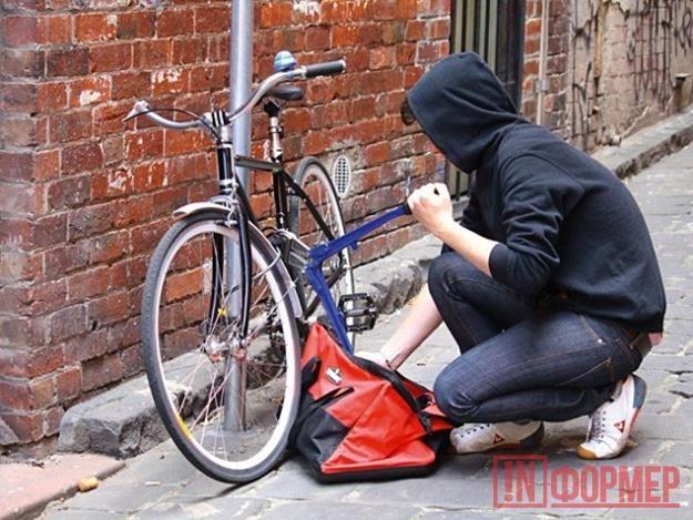 Вор в шиньоне «срезался» на юбилейном украденном велосипеде http://ruinformer.com/page/vor-v-shinone-srezalsja-na-jubilejnom-ukradennom-velosipede  Севастопольские полицейские задержали вора, который специализировался на велосипедах. К моменту задержания злоумышленник похитил уже девять средств передвижения, но десятый оказался для него не юбилейным, а фатальным.К сотрудникам правоохранительных органов Севастополя обратился местный житель, который рассказал, что из подъезда был похищен его…