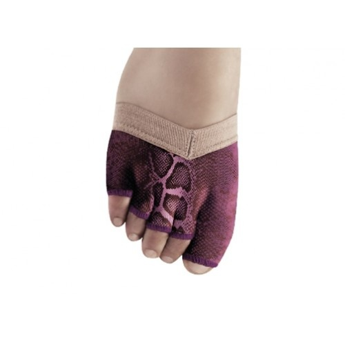 Bloch Soleil Foot Glove, with prints  This revolutionery design fits the foot 'like a glove' removing the need for additional straps around the toes or foot creating a smooth line.Padded outsole protects the toes and ball of the foot while allowing dancers freedom of movement and effortless turning.Soft supple leather protects toes and ball of foot from abrasion. Silicon backed elastic grips the foot preventing the strap from slipping.Width:M Price:15.60€