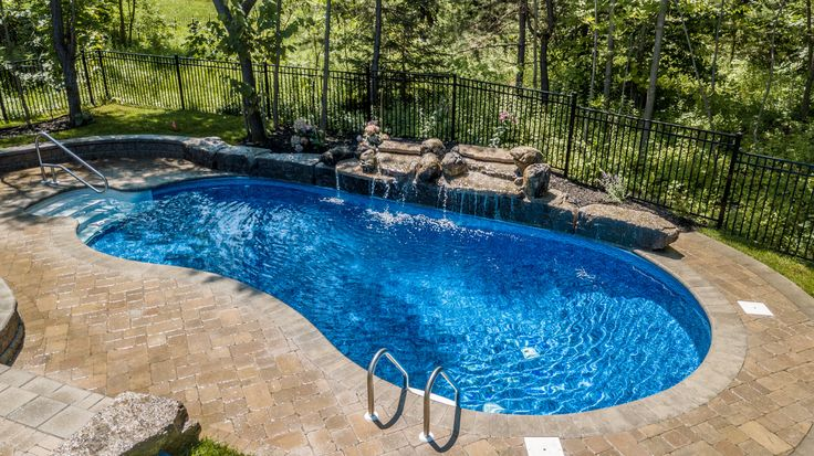 Pool and Landscaping Design by Blue Diamond Pools