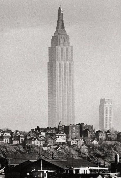 Эмпайр Стейт Билдинг на фоне остальных зданий, 1941 год.