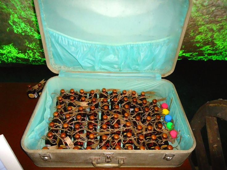 CBA136 Weddings Riviera Maya Vintage suitcases/ Bodas riviera maya vintage maleta para amenidades