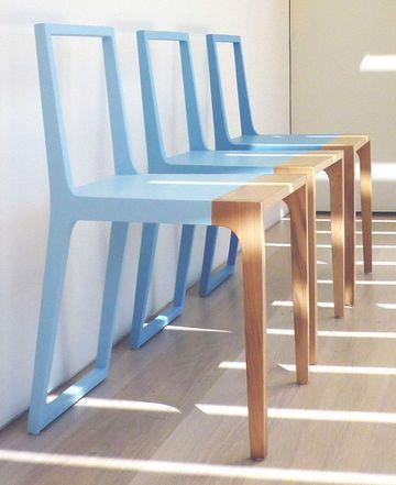 Chaise en deux tons WR.02, Branca Lisboa, structure en contreplaqué et gomme, plusieurs coloris disponibles, 47 x 43 x H 78 cm, 574 euros, Direct D-sign.