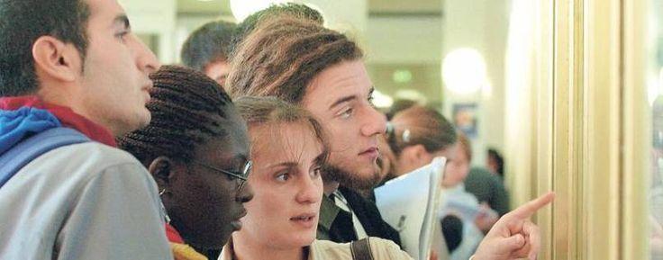 Man spricht Englisch. Ausländische Studierende und Wissenschaftler an deutschen Hochschulen und Instituten sind enttäuscht, wenn sie Deutschkenntnisse nicht nutzen können.