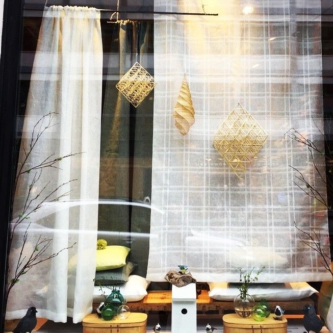 Curtains and oro in strax in the shopwindow