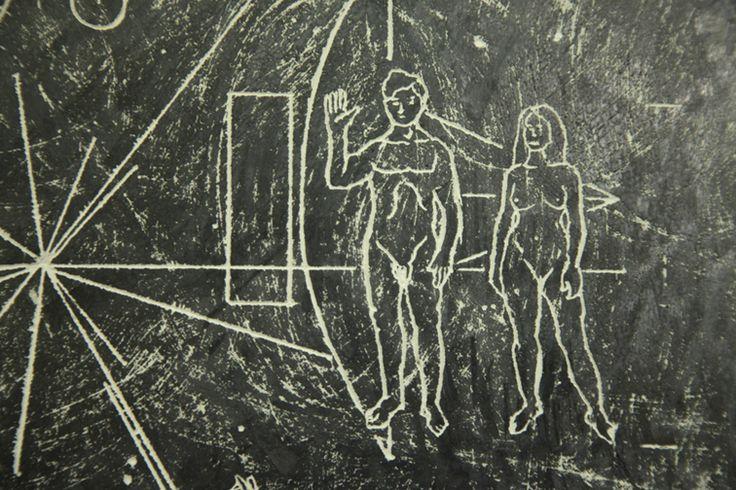 Matteo Berra (2013), Space Valentine, Vetro, gesso, grafite, Cm 16 x 24 x 4.