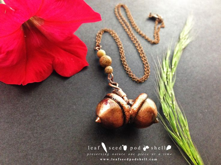 Here's a gorgeous twin acorn pendant in antique copper.  Yep, these are real acorns electroformed/preserver in a thick coating of copper.  Catalogue number 498 if you care to find it in our store, store link in bio. #leafseedpodshell #acron #acorns #crystal #crystals #electroform #electroforming #electroformed #jewelry #jewellery