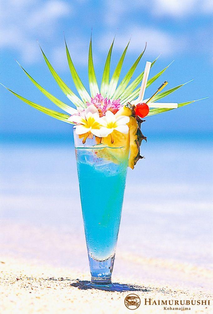 琉球泡盛をベースにし、夏を感じさせてくれるカクテル、夏至南風(カーチバイ)。 八重山の海のようなブルーとさっぱりとした味わいで目と口で楽しめる一品です。 #Cocktail