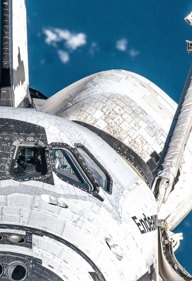 robotpignet:  STS-127 Endeavour #space [processed image by http://photos.robotpig.net ] |