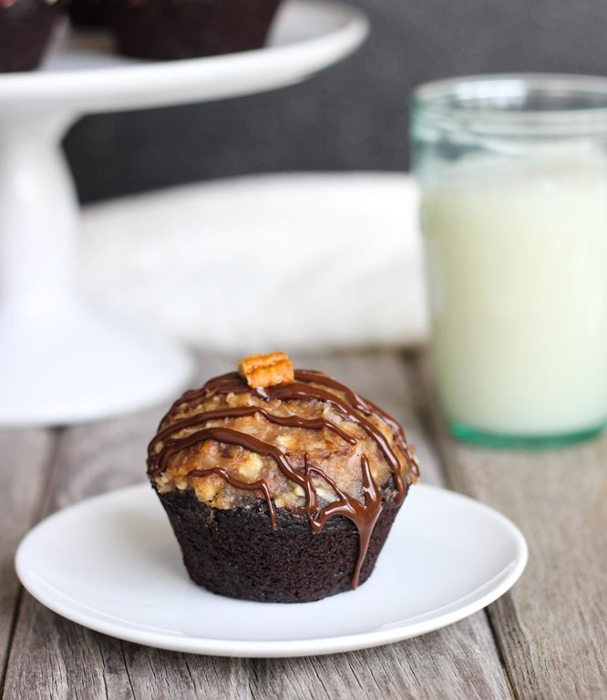 Flourless German Chocolate Cupcakes- the best chocolate cupcakes topped with a naturally sweetened vegan icing!  #glutenfree #bestever