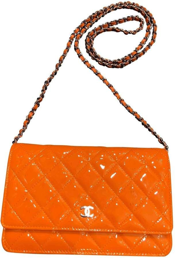 Wallet on chain Chanel in orange patent leather   #Ad