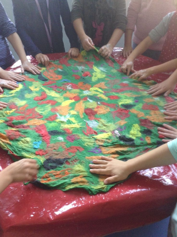 Urselifelts — Felting in school  Preparations for autumn leaves