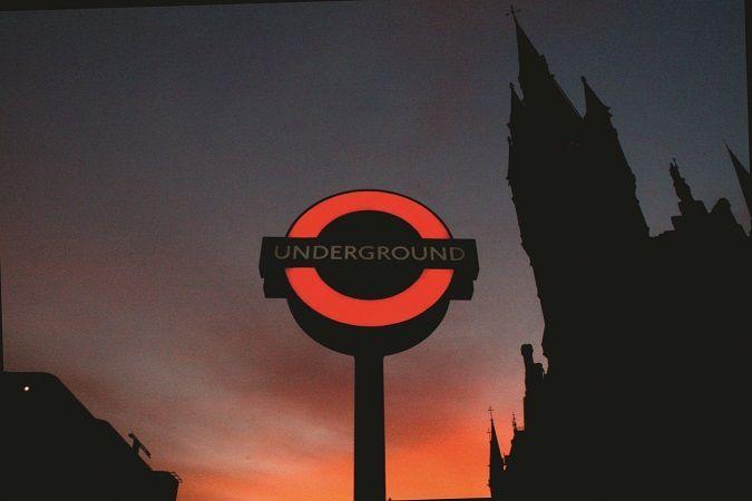 """Ingresso di una delle """"mille"""" stazioni della #metropolitana di #Londra #Tube"""