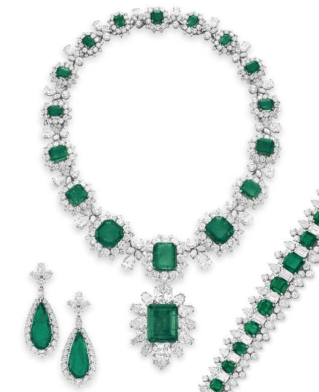 Emerald and Diamond Jewellery by BVLGARI, 1958-1963 another gift from Richard Burton.