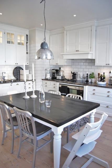 White eat-in kitchen House of Philia via Procrastination Mama : Sweden