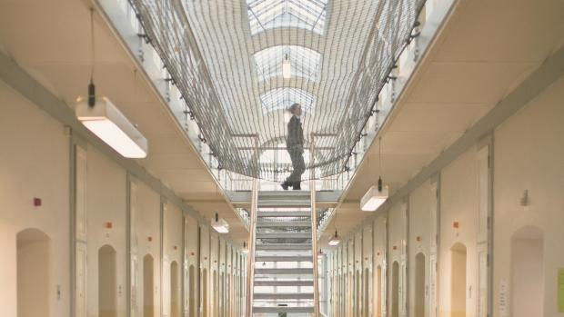 Trods flere kriminelle kvinder: Få kvinder ender i fængsel | Nyheder | DR