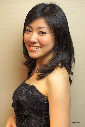 ゲスト◇山口友由実(Yuumi Yamaguchi) 6歳よりピアノ、作曲を学ぶ。 10歳でANB系「題名のない音楽会」に出演。東京音楽大学ピアノ演奏家コース卒業、同大学大学院修了。2009年、ウィーン国立音楽大学に留学し、2015年、同大学大学院ピアノ室内楽科を満場一致の最優秀で修了。2010年Internationale Sommer Akademie (オーストリア) にてISAピアノ特別賞。また2011年、ブラームス国際コンクール ピアノ部門第3位を受賞。2013年11月、ウィーン楽友協会主催の若手演奏家シリーズに抜擢されAevosTrioリサイタル、2014年、イタリア演奏ツアー。現在、日本とオーストリアを拠点に活動を展開している。 http://www.yuumi-yamaguchi.com