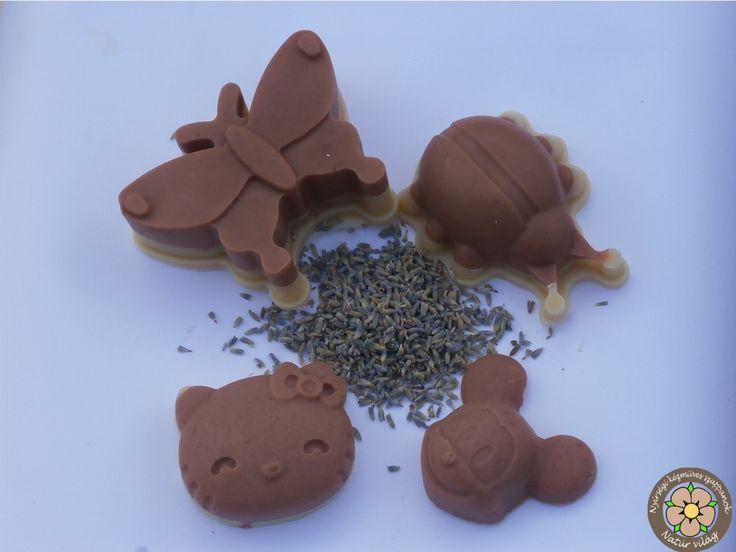 Kecsketejes sheavajas szappan a kicsinyek kezébe :) A lurkók bőre érzékenyebb, védtelenebb. A Nyírségi szappan óvja a kezecskéket, gazdagon ápolja összetevőivel. :)