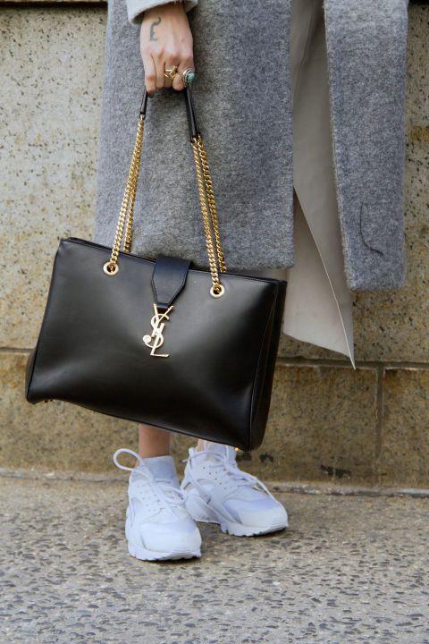 Le sneaker in bianco e nero sono il tuo salva look