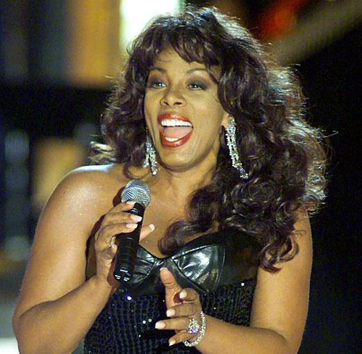 Woman singer dies of cancer
