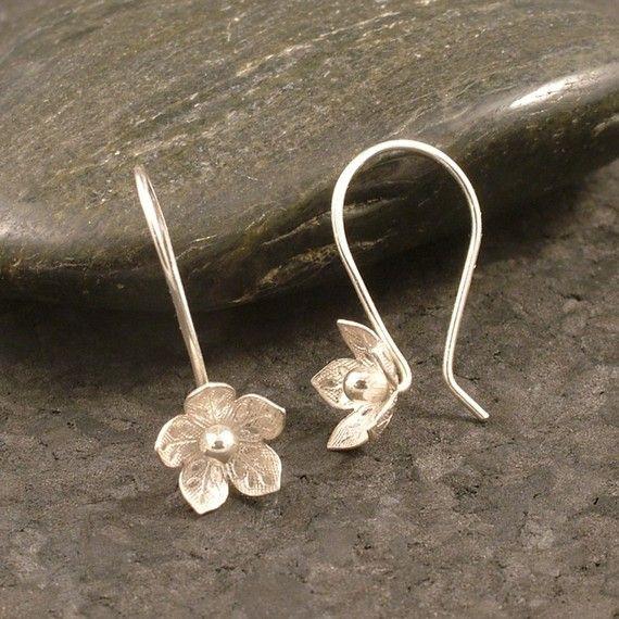 gorgeous!  Silver Flower Earrings / Feminine Charm / Sterling by MetalRocks