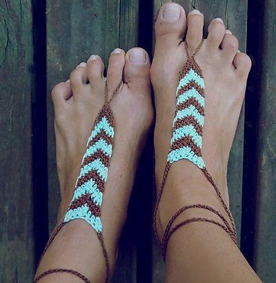 Barefoot Sandal Tribal geometric nude shoe chevron, de Sol Maldonado. http://www.ravelry.com/patterns/library/barefoot-sandal-tribal-geometric-nude-shoe-chevron