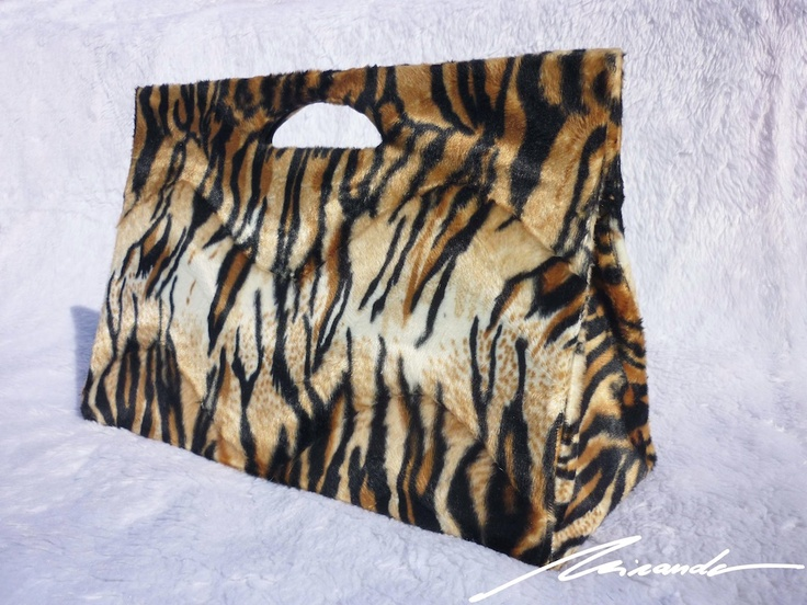 A leopard-inspired #bag
