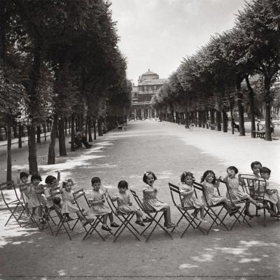 Robert Doisneau - Jardin du Palais-Royal 1950