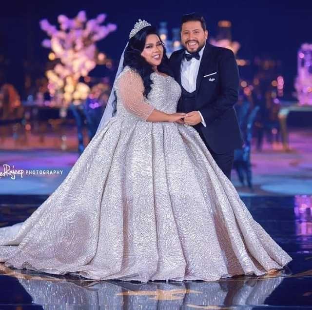 شيماء سيف تنشر صور جديدة من حفل زفافها عبرت الفنانة الشابة شيماء سيف عن سعادتها بزفافها عبر صفحتها الرسمية على موقع فيس بوك Fashion Formal Dresses Long Gowns