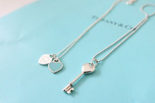 Tiffany Co Pendant Outlet! OMG!! Holy cow, I'm gonna love this site!!! want it want it want it
