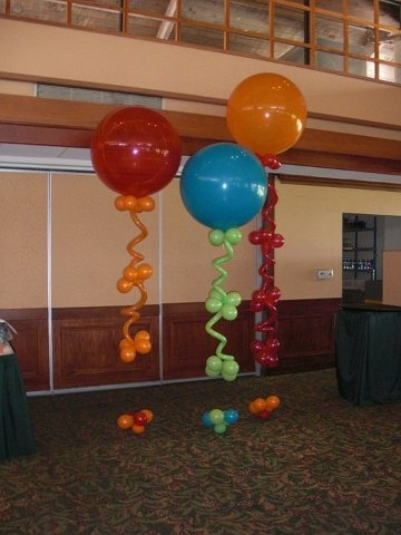 Balloon Topiaries. Cheap & easy to do, big impact!  Slideshow  http://baysideballoonsonline.com/Bayside_Balloons_Private_Events/